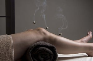 Moxibustion on the Knee